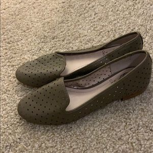 Vince Camuto tan leather loafers size 7